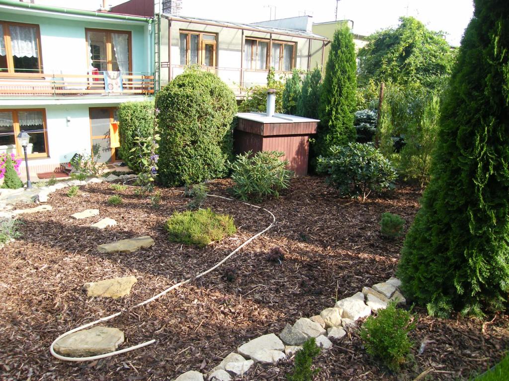 rekonstrukce zahrady ve svahu v Kroměříži
