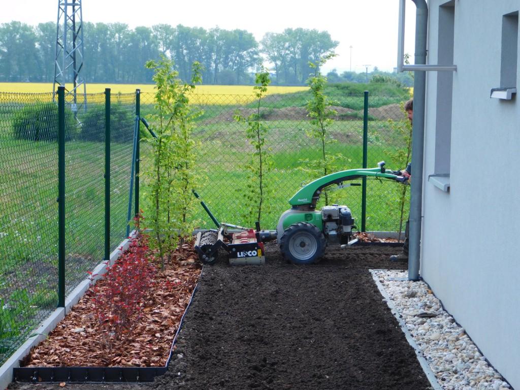 Příprava k založení trávníku