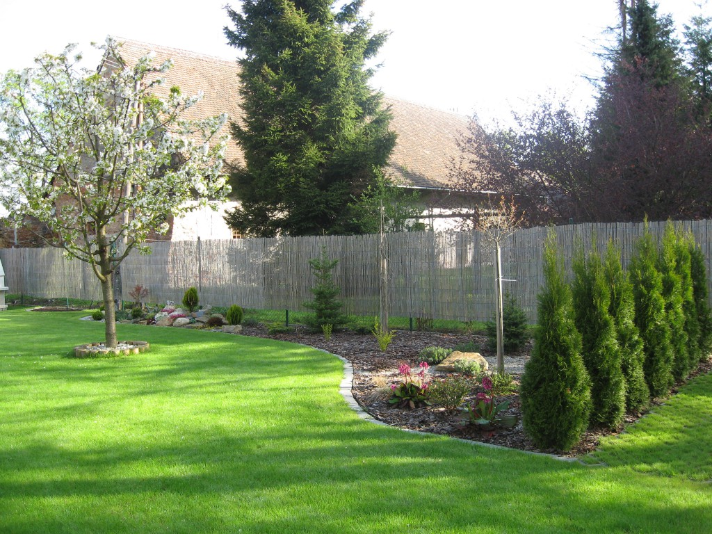 zahradní úpravy v okolí rekreační chaty v Moravském krasu