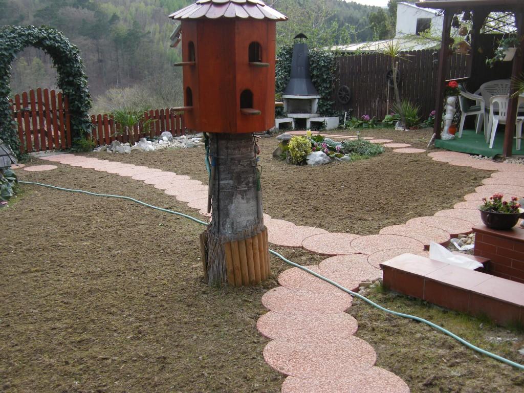 zahrada ve svahu v chatové oblasti Smraďavka